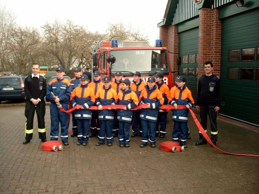 Die Grünungsmitglieder der Jugendfeuerwehr Seester am 01.03.2003