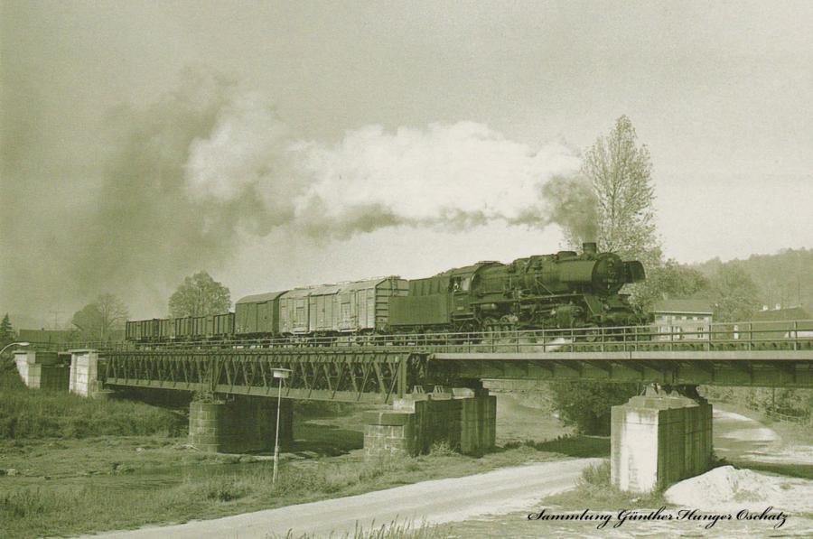 Güterzugdampflokomotive 50 1945 mit Nahgüterzug nach Dresden-Friedrichstadt auf der Muldentalbrücke in Nossen