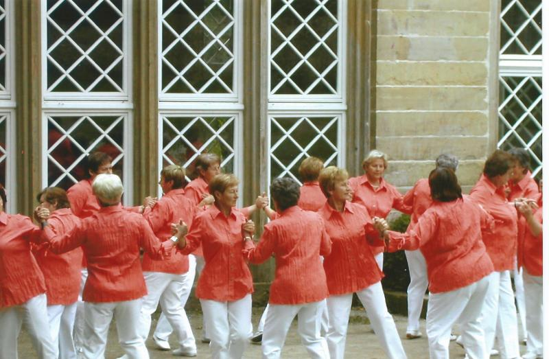 Tanzgruppe im Einsatz