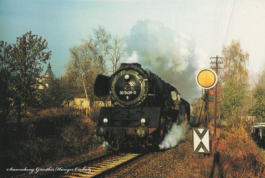 Güterzugdampflokomotive 50 3628durchfährtmit einem Nahgüterzug die Ortschaft Einsiedel