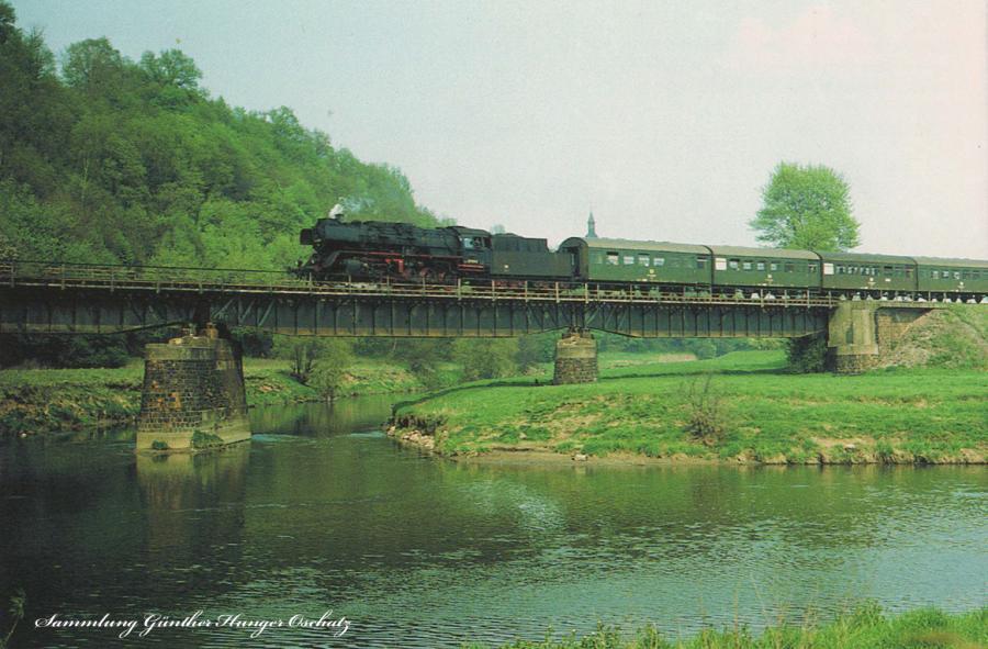 Rekodampflokomotive 50 3529  mit Personenzug an der Mündung der Zschopau in die freiberger Mulde bei Westewitz-großweitzschen