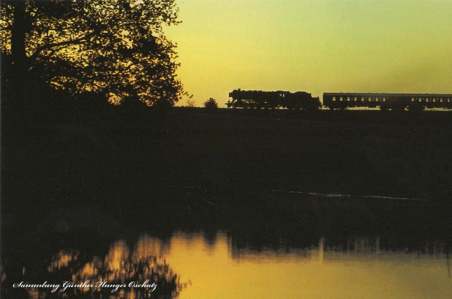Reko-Güterzugdampflokomotive der BR 50.35-37  mit morgendlichem Personenzug bei Mittelbach