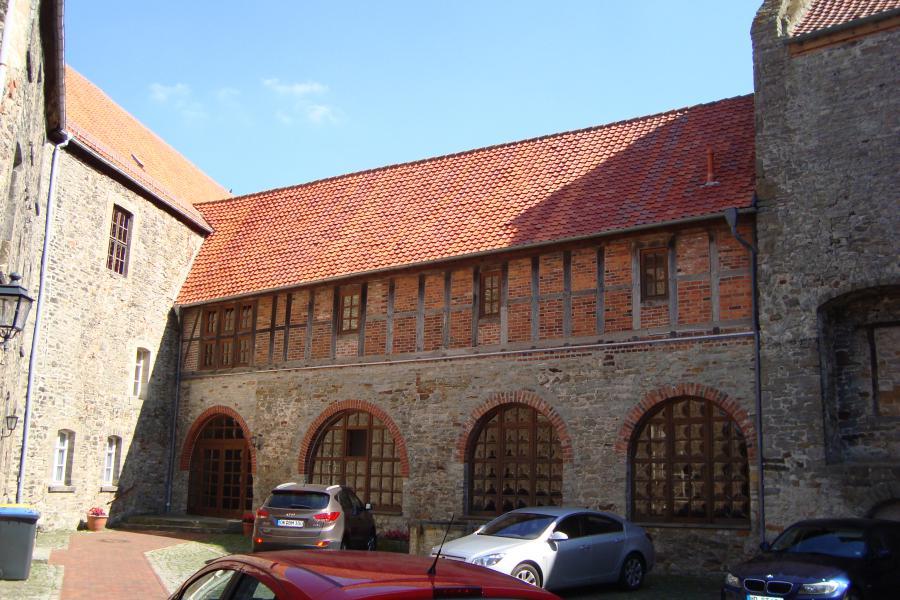 Burg Oebisfelde,   Tel. 039002-831152