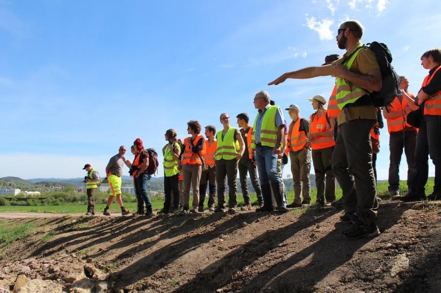 im Vordergrund rechts der Projektmanager Martin Burmeister