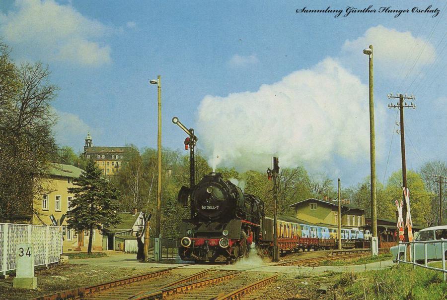 Güterzugdampflokomotive 50 3644durchfährt mit einem Nahgüterzug den Bahnhof Braunsdorf-Lichtenwalde