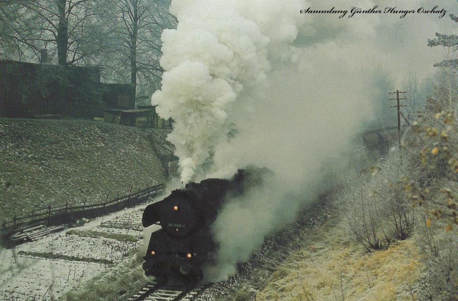 Güterzugdampflokomotive 50 3688  mit einem Nahgüterzug hinter Bahnhof Lichtenstein