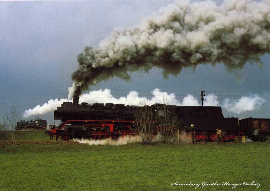 Güterzugdampflokomotiven 50 3616 und 86 1001  fahren parallel auf der Streckengabelung hinter Sehma