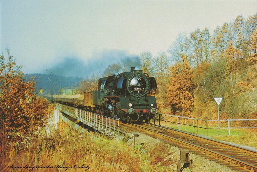 Rekodampflokomotive 50 3516 mit Sandzugan der Einfahrt des Bahnhofes Rochlitz