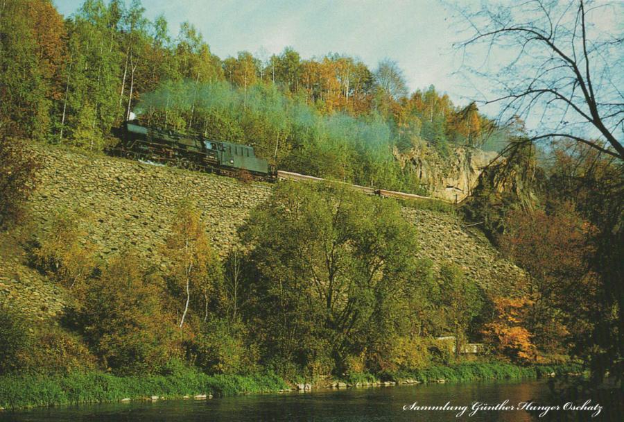 Rekodampflokomotive der BR 50.35-37  befährt mit Sandzug aus Sermuth die Stützmauer zwischen Rochsburg und Amerika