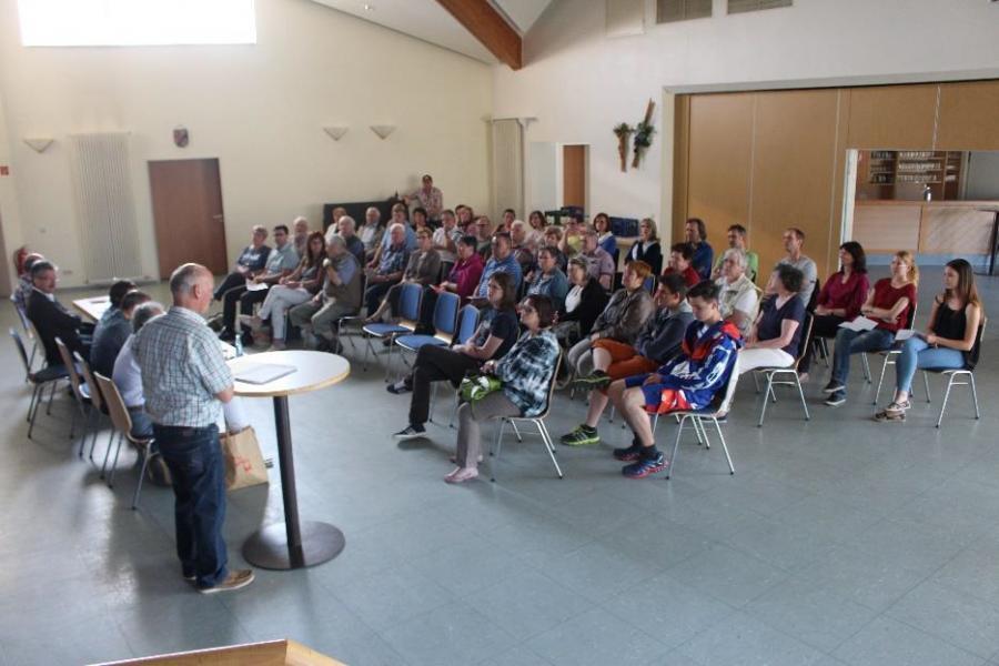 Blick in die Runde der 1. Bürgerversammlung