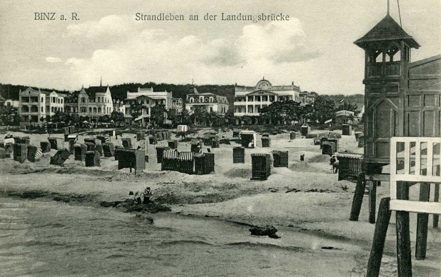 Binz a. R. Strandleben an der Landungsbrücke