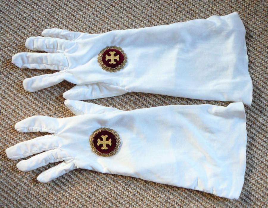 Pontifikalhandschuhe von Hand genäht, aus Seide