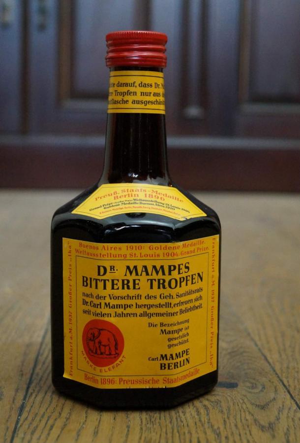 Mampes Bittere Tropfen in der Achtkantflasche