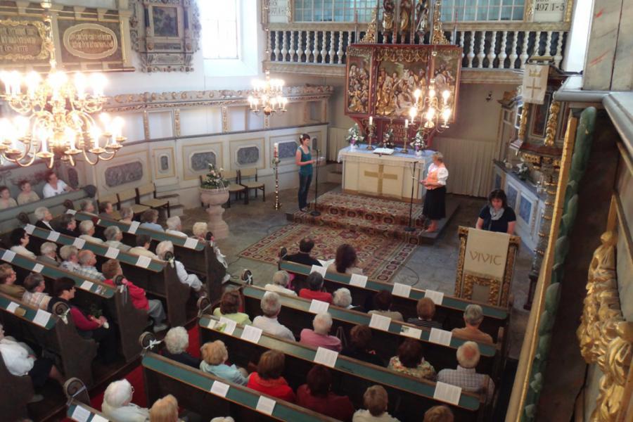 Altarraum zum Rogate Frauentreffen St. Johanniskirche Scheibenberg