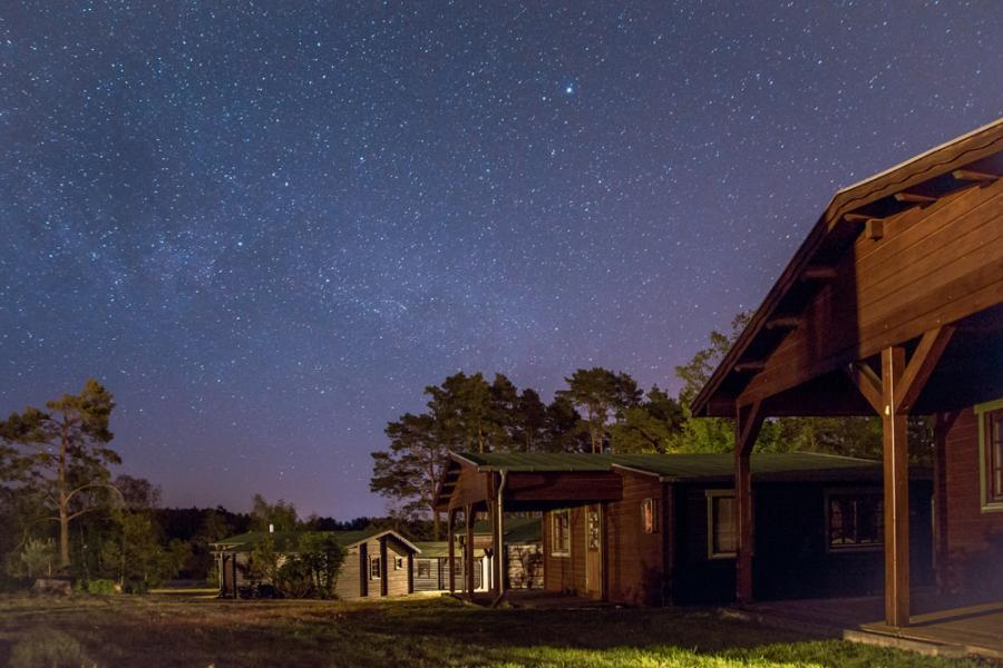 Campingplatz Rathenow Blockhütte Nachts