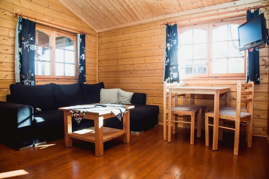 Campingplatz Rathenow Blockhütte Wohnzimmer