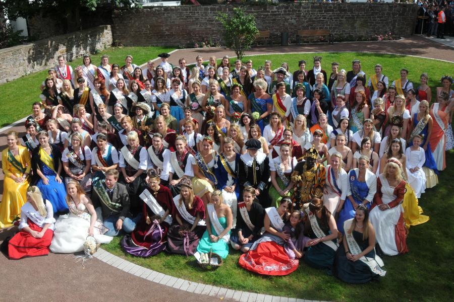 Gruppenfoto aller Majestäten