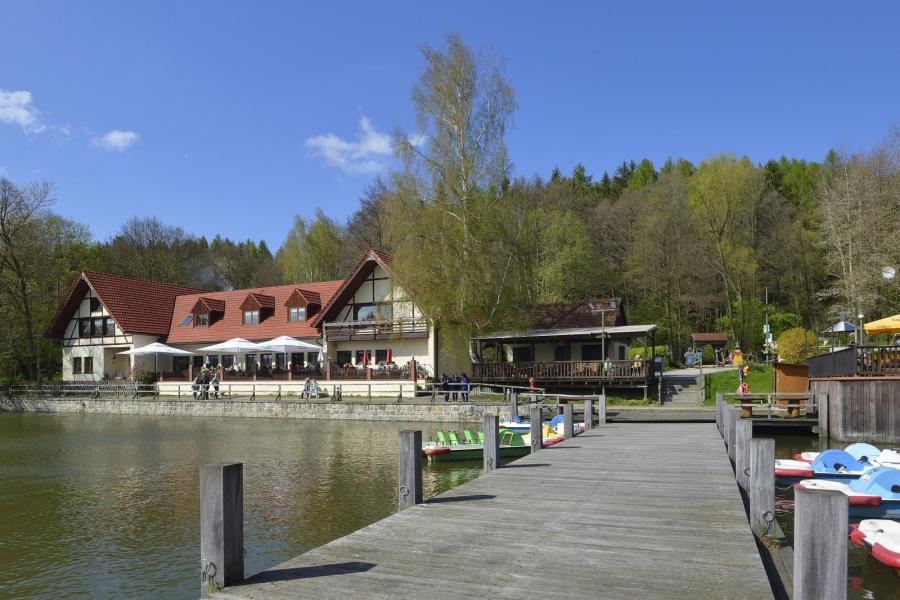 Bootssteg Blick zur Gaststätte