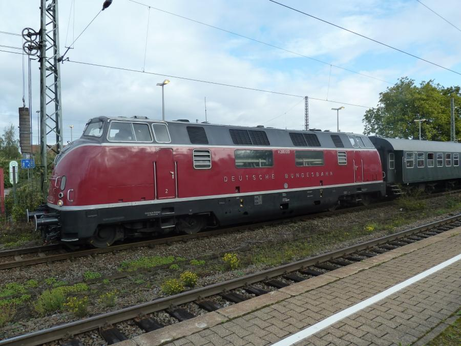 Diesellok V 200 in Holzwickede mit einem Sonderzug