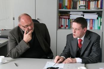 Bürgermeister Hans Ulrich Hengst im April 2011 beim Perspektivwechsel in Wildau