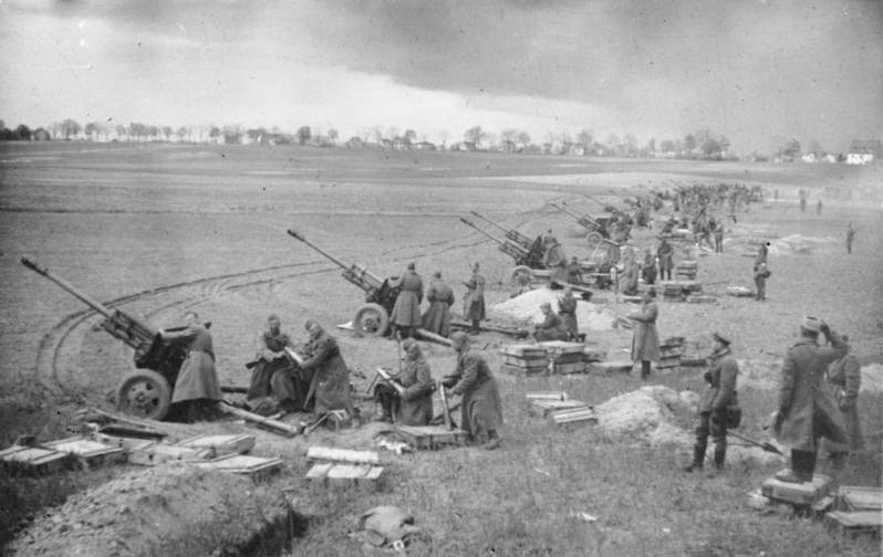 Sowjetische Artillerie vor Berlin, Bundesarchiv: 183-E0406-0022-012