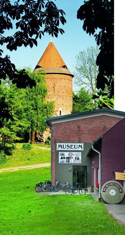 Museum + Turm, Collage