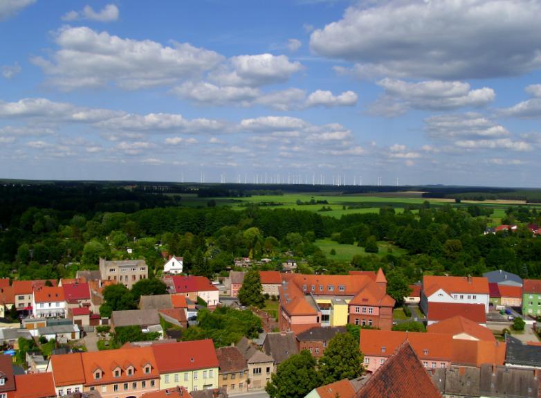 Windpark Heidehof, von der Nikolaikirche Jüterbog aus gesehen