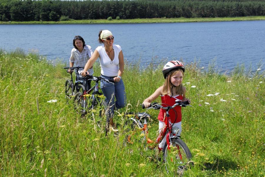 Mit dem Fahrrad unterwegs Foto: Bio-Seehotel Zeulenroda
