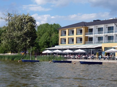 "© picture: S. Jüngst – Hotel ""Seehotel Berlin-Rangsdorf"" on the lake ""Rangsdorfer See"""