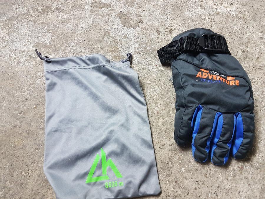 beutel und Handschuh
