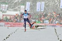 Die Entscheidung: Der Norweger Graabak gewinnt den Teamwettkampf vor dem gestürzten Fabian Rießle - Foto: johapress