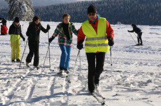 """Skiunterricht beim Festival """"Schulen im Schnee"""" auf dem Feldberg: Foto Hahne"""