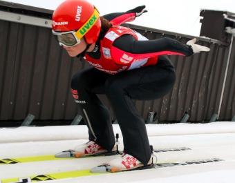 Die Medaille im Visier: Carina Vogt gewinnt Gold bei WM in Lahti - Foto: Hahne / johapress