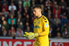 Fußball-Bundesligist SC Freiburg kann weiter auf die Dienste von Torhüter Alexander Schwolow bauen - Foto: johapress / Hahne
