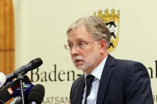 Dieter Inhofer (Ltd. Oberstaatsanwalt) bei der Pressekonferenz (PK) Endingen zur Festnahme im Mordfall Carolin G. - Foto: Hahne / johapress
