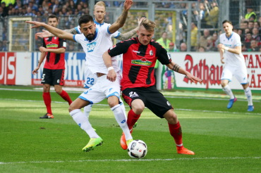 Maximilian Philipp (rechts) wechselt vom SC Freiburg zum Champions-League-Team von Borussia Dortmund. - Foto: Joachim Hahne /johapress