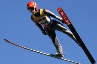 Der Wahl-Breitnauer Stephan Leyhe (SC Willingen) hat mit 104 Metern die Quali zum Sommer Grand Prix in Hinterzarten gewonnen - Foto: Hahne / johapress