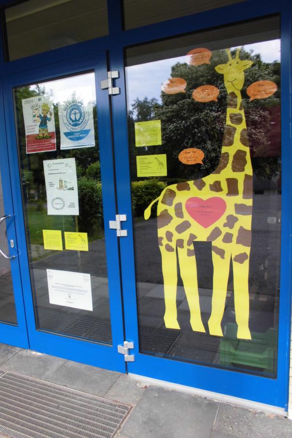 Die Giraffe wohnt jetzt bei uns
