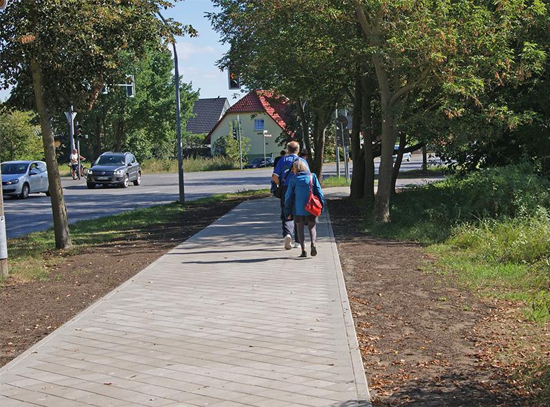 Neue Rad- und Gehwegdecke in der Chausseestraße (2016)