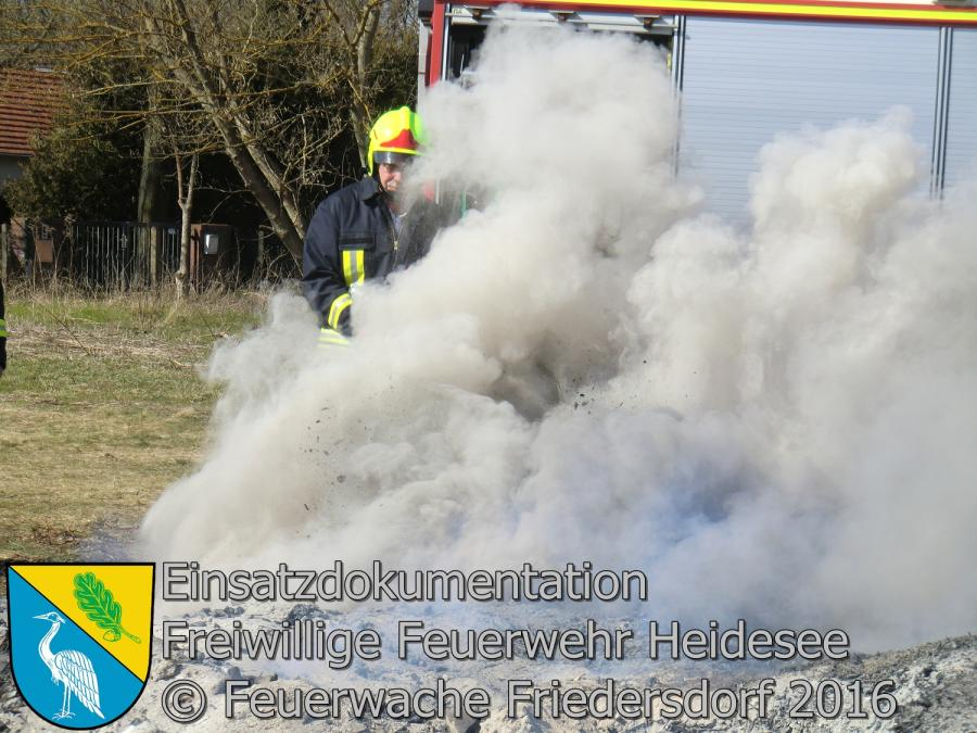 Einsatz 16/2016 | Restablöschung Osterfeuer | Bindow Grüne Trift 29.03.2016