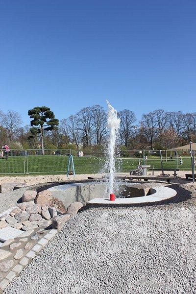 Wasserspielplatz im Schlosspark: Per Sensor werden Kinder Wasser speiende Vulkane auslösen können.