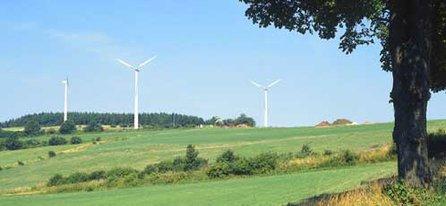 Die Windenergie wird im ersten deutschen kommunalen Windpark gewonnen.