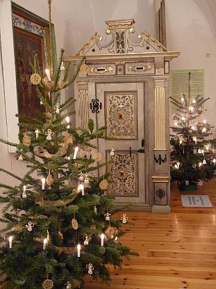Weihnachtsbäume im Schloss