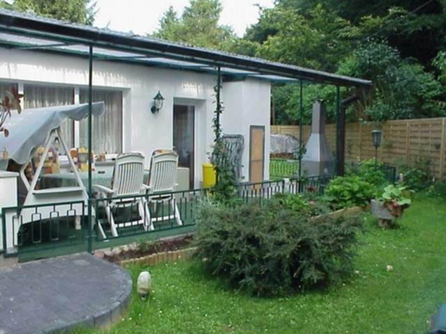 Ferienhaus hinten mit Terrasse
