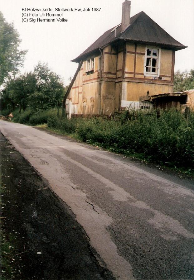 das ehemalige Stellwerk Hw an der Morgenstraße (heute Montanhydraulikstraße im Juli 1987