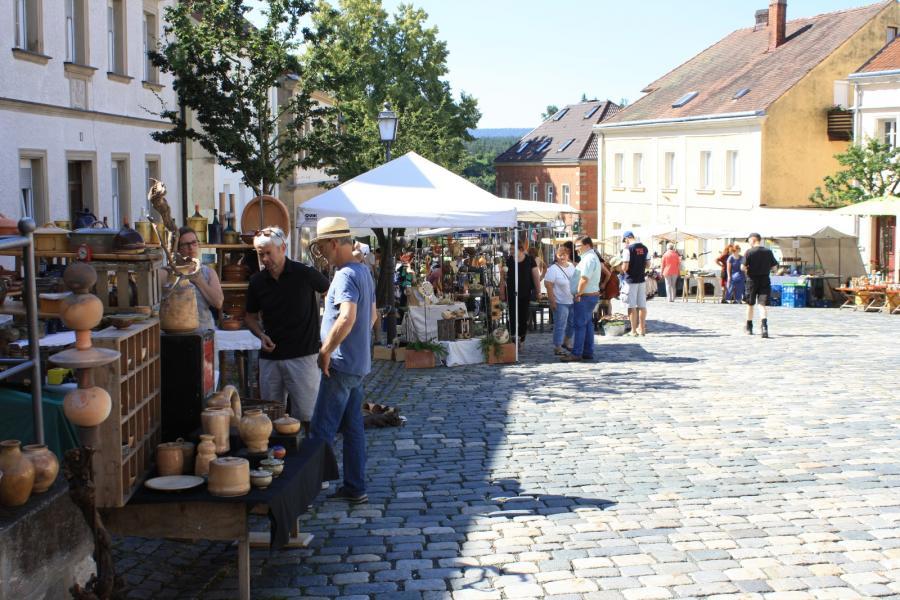 Töpfermarkt am Marktplatz in Creußen