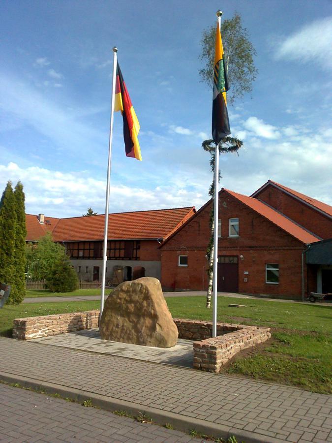 DGH Hörsingen Vermietung  , Tel. 039002-831221