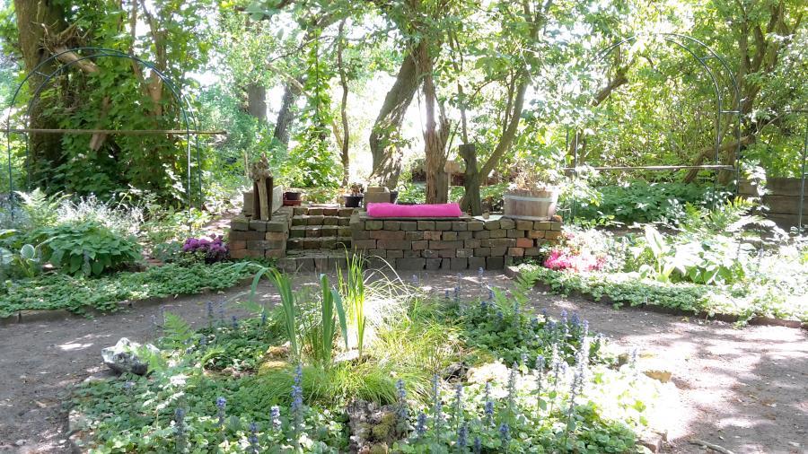 Dichtergarten_Vera-Doneck_Alte-Meteln