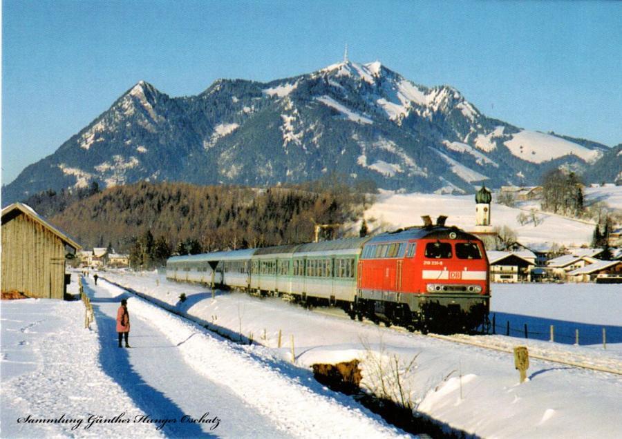Winter im Allgäu: Vor der Kulisse des Grünten brachte 218 231