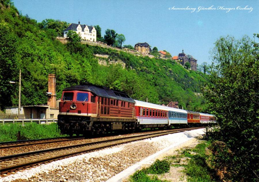 Intercity-Zugmit Diesel-Lokomotive232 213